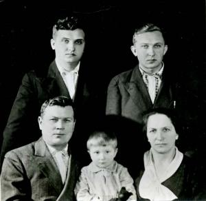 img812 март 1941г вт.ряд справа Крамаренко ВИ